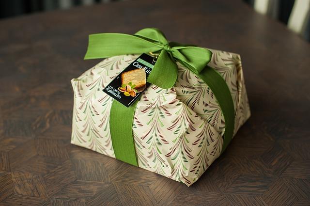 vánoční dárek v zelených barvách