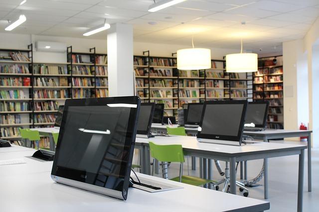 počítače v knihovně.jpg